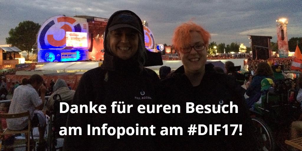 Danke für euren Besuch am Infopoint am #DIF17! Foto von Christina und Martina auf der Rollstuhlplattform am Donauinselfest 2017